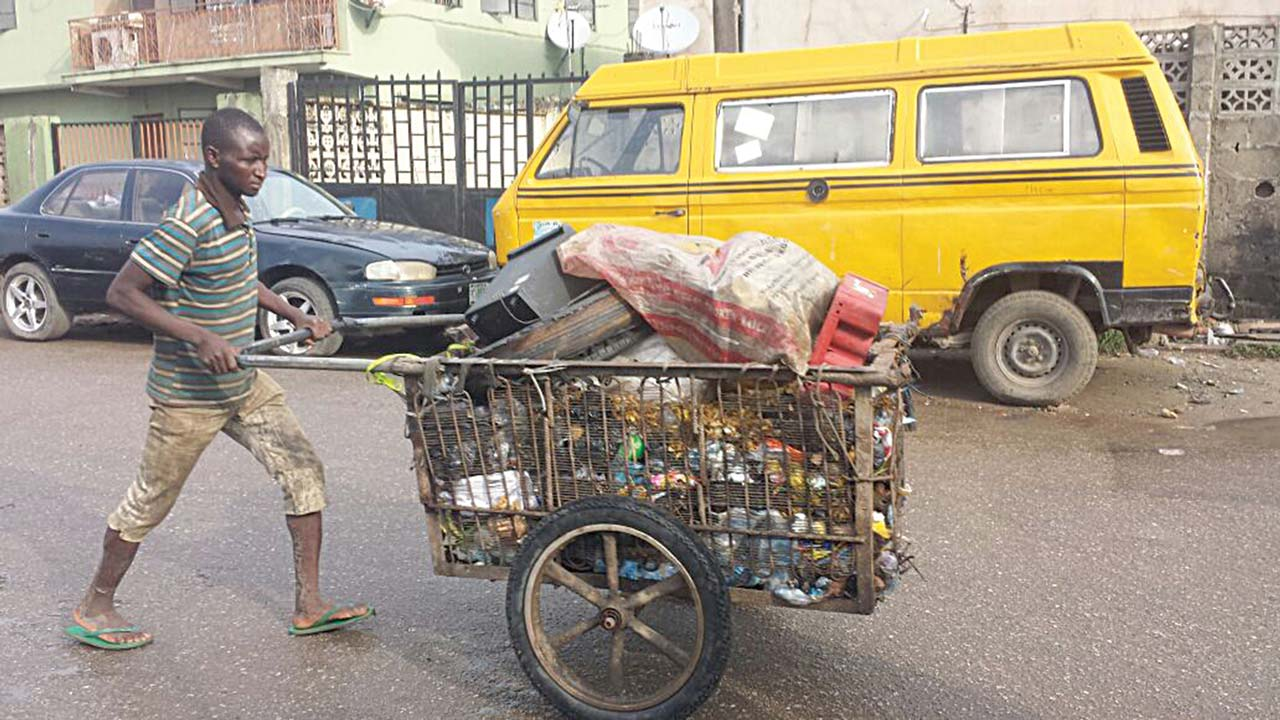 Lagos bans cart pushers, wheelbarrow opera
