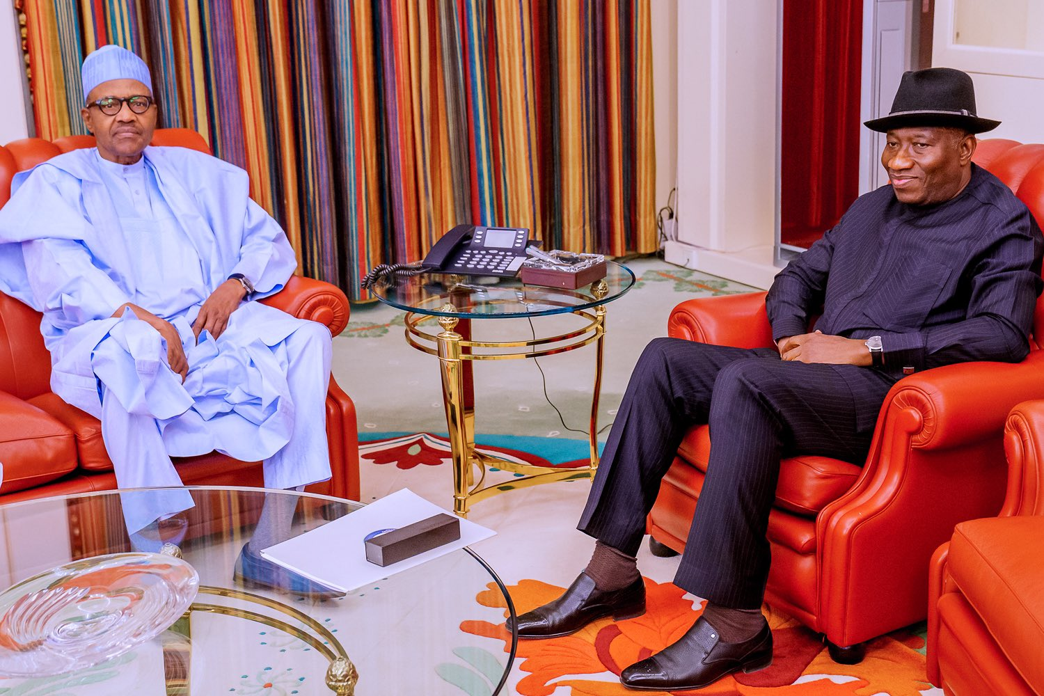 Jonathan visits Aso Rock, spends 10 minutes with Buhari in a closed door meeting