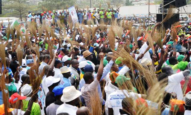 Real politicians are in APC, says Chieftain as over 500 dump PDP in Akwa Ibom