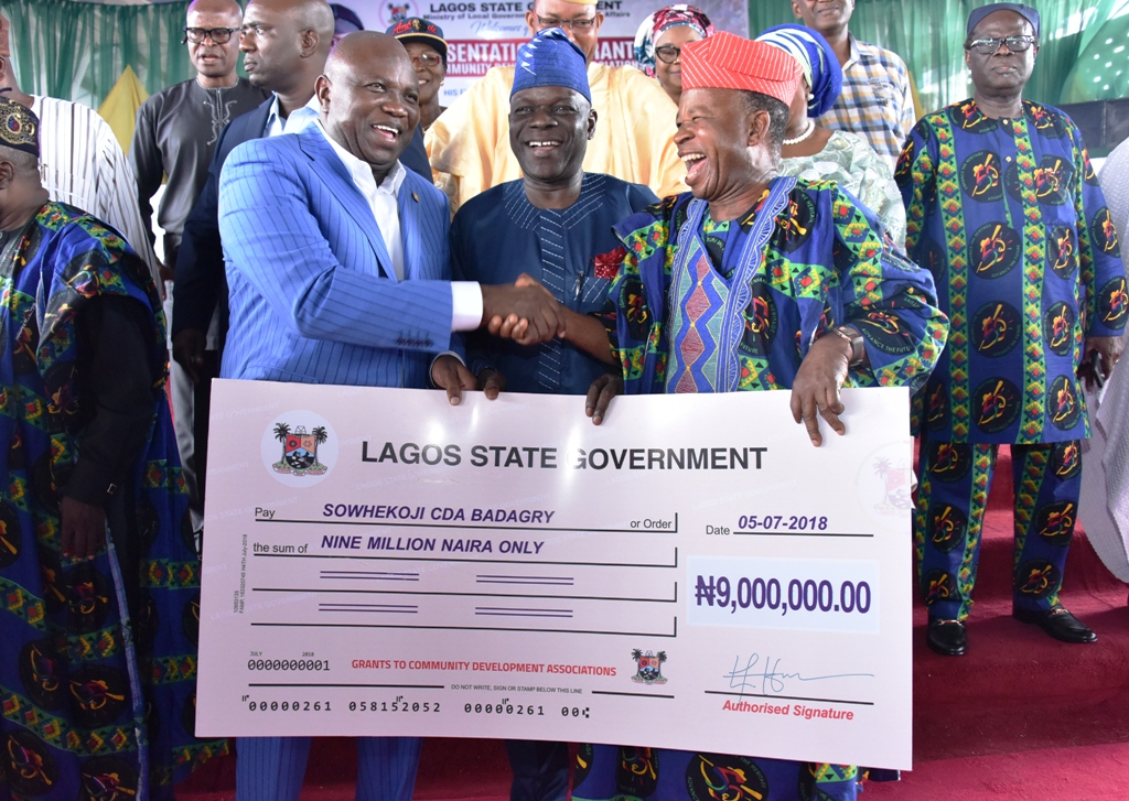 Ambode gives N500m grant to 275 CDAs in Lagos to complete projects