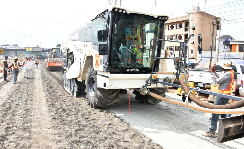 Lagos Airport Road: Contractor acquires new recycler machine to speed up work