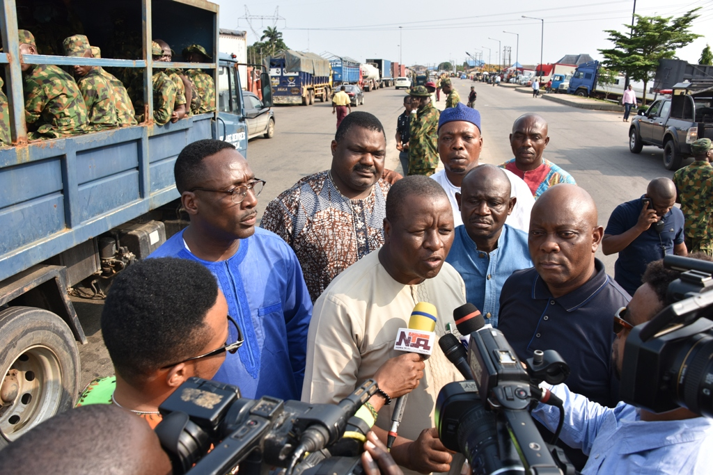 Apapa gridlock: Lagos Task Force frees service lane to ease traffic as Ambode extends operation for 48 hours